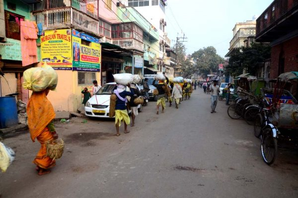 Street to burning ghats