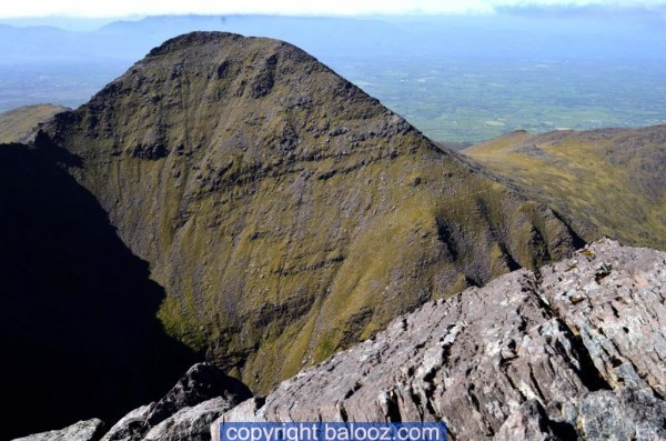 climb-carrauntoohil-howling-ridge-mountain